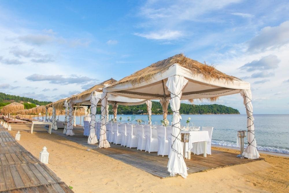 beach-wedding-pros-cons