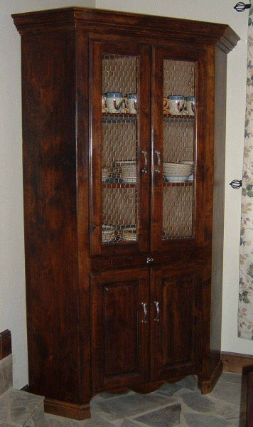 Petracca Corner Hutch