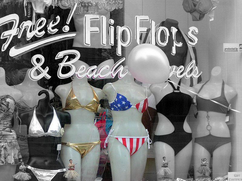 800px-Colour_Bikinis.jpg