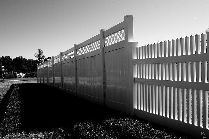 Fence_(3093595631).jpg