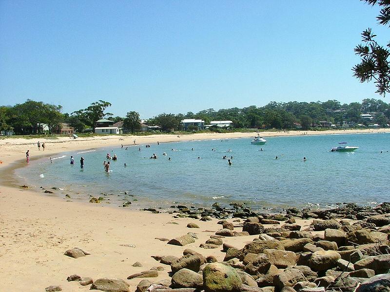 800px-Beach_in_NSW.JPG