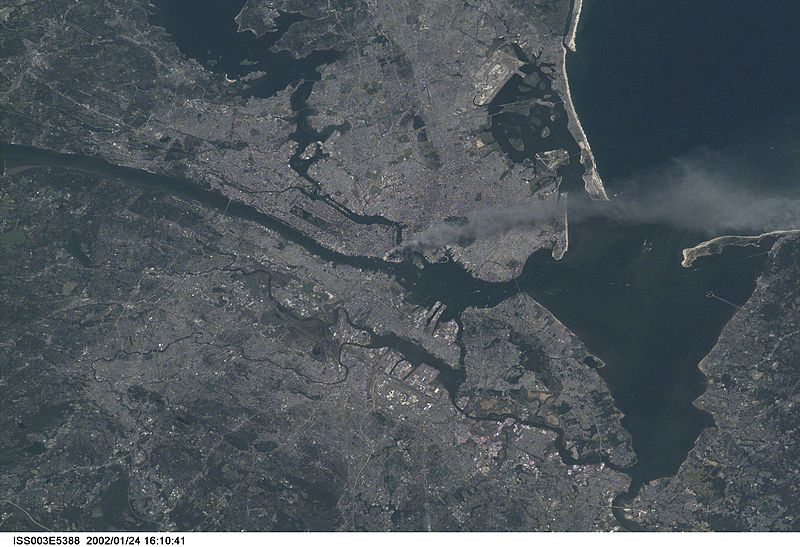 800px-Manhattan_smoke_plume_on_September_11,_2001_from_International_Space_Station_(ISS003-E-5388).jpg