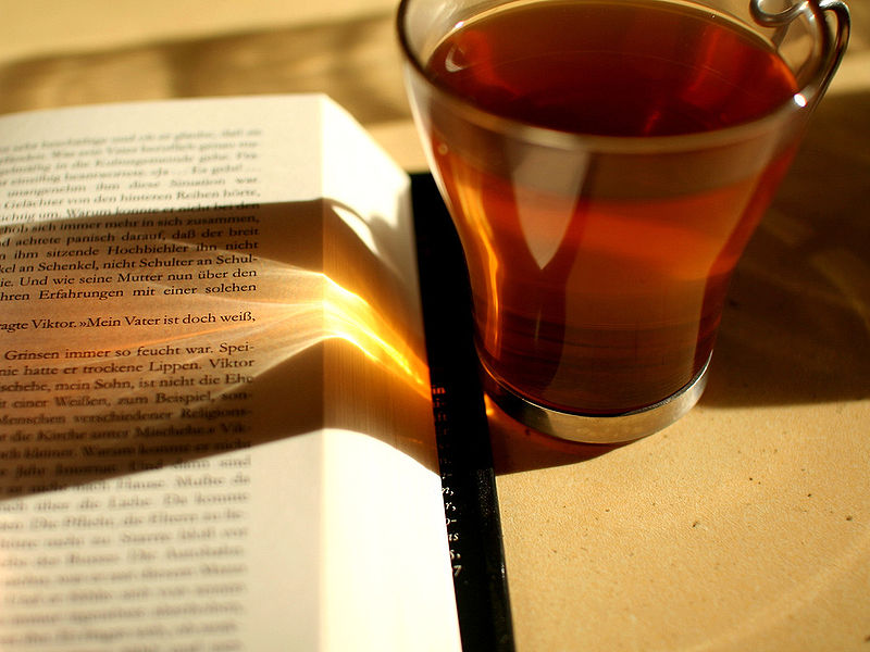 800px-Reading_and_drinking_tea_-_sunlight.jpg