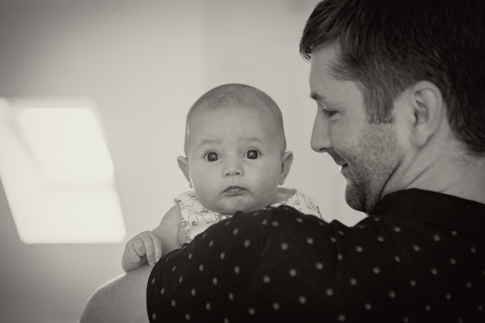 Sophie Evans Photography, Warwickshire family photographer, lifestyle babyshoot at home (18).jpg