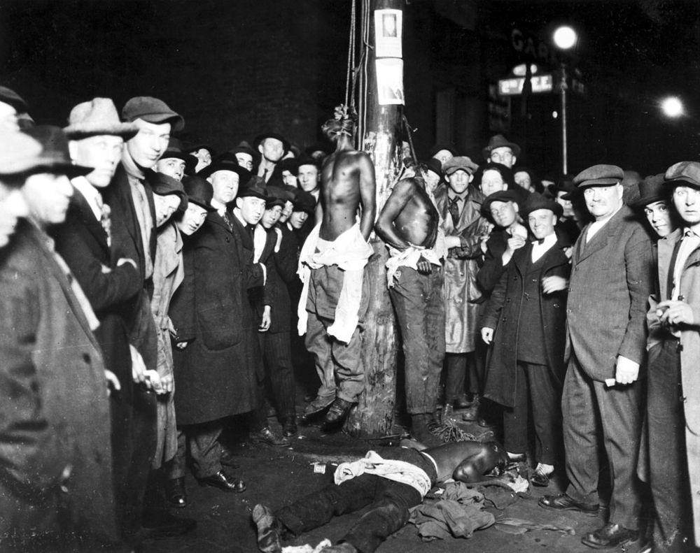 1280px-Duluth-lynching-postcard.jpg