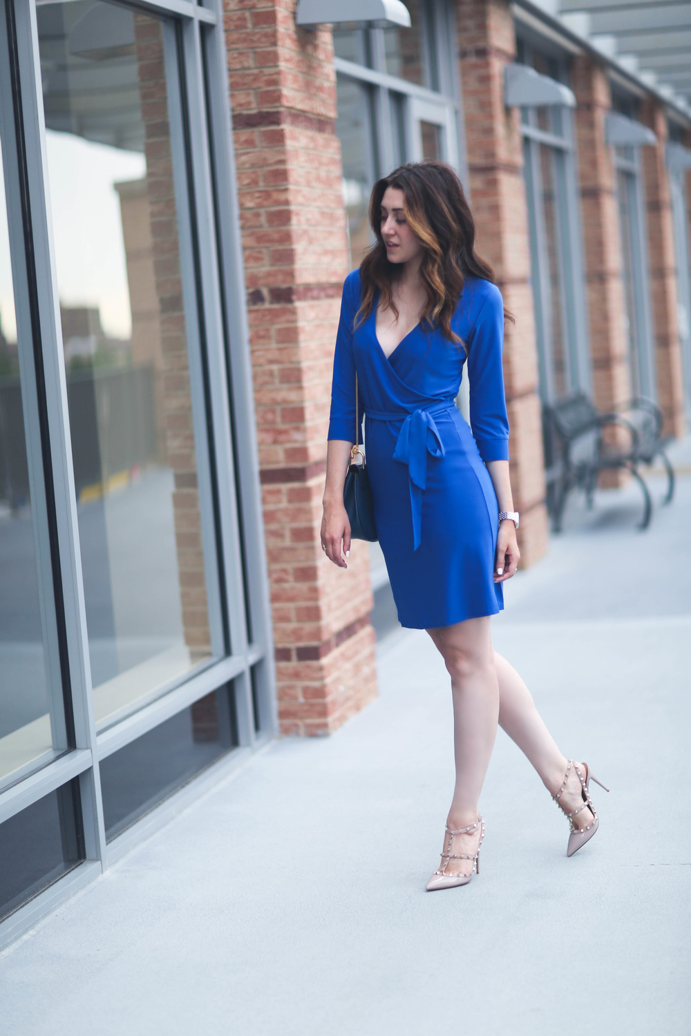 fashion-blogger-blue-wrap-dress.jpg