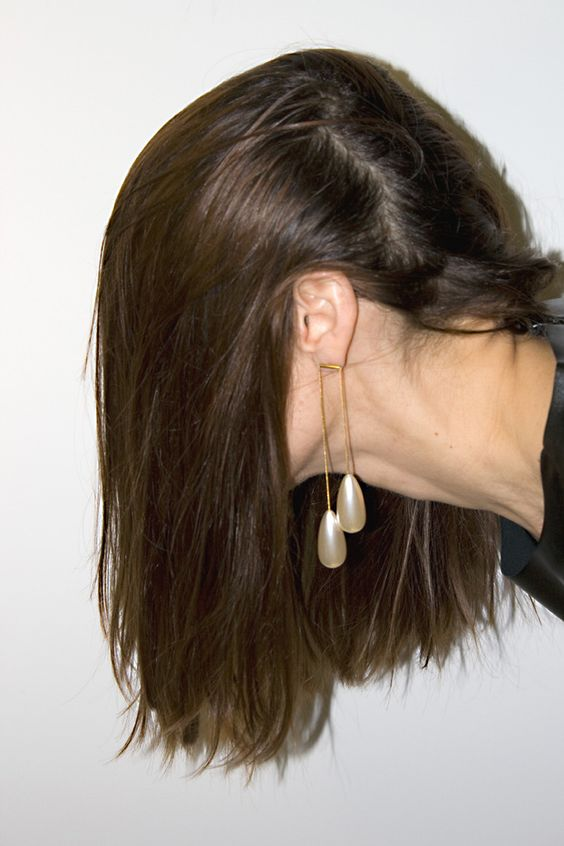hair-flip-pearls
