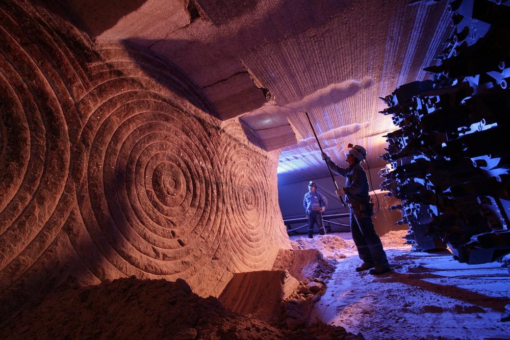 萨斯喀彻温省有近三分之二的全球钾肥储量,且有  7  个正在运营的钾盐矿。