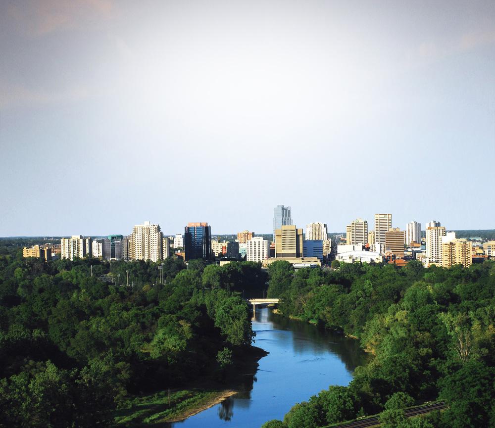 London est stratégiquement située le long du corridor 401-402 et a pour ambition de faire un meilleur usage de l'autoroute la plus fréquentée du Canada en améliorant quatre échangeurs le long de l'autoroute, et la province de l'Ontario investira plus de 100 millions de dollars pour le projet