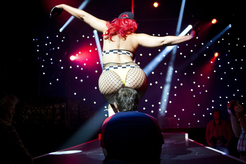 A stripping show at the annual festival in Oslo, Sexhibition.