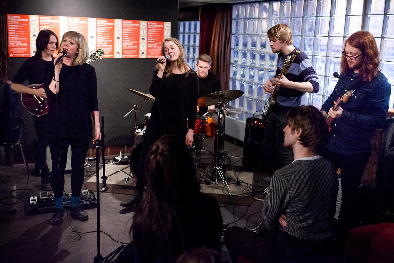 Mørkeblå  opening a a jam in Oslo.
