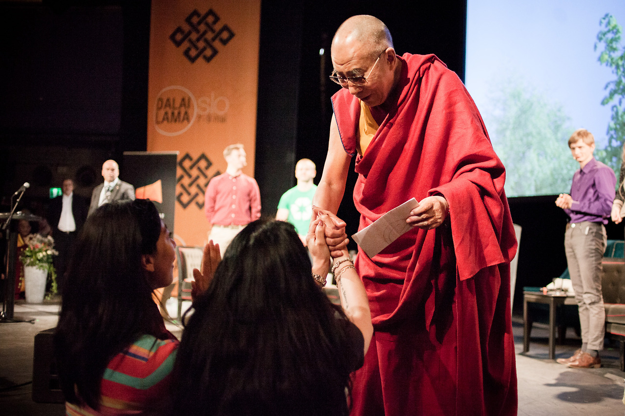 Dalai Lama at a seminar for students in Oslo. While demonstrants shouted outside, Dalai Lama was welcomed by hundreds of students.