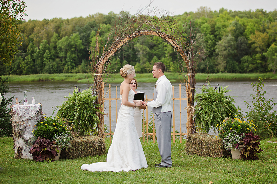 Pamela_Sutton_Outdoor_Wedding_Photographer_MN_37.jpg