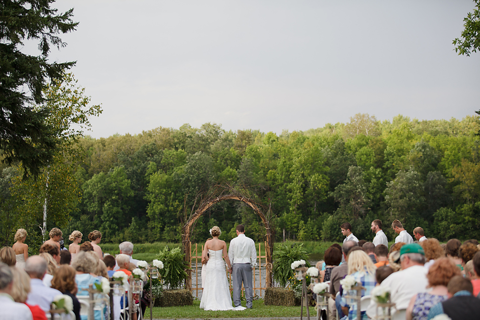 Pamela_Sutton_Outdoor_Wedding_Photographer_MN_40.jpg