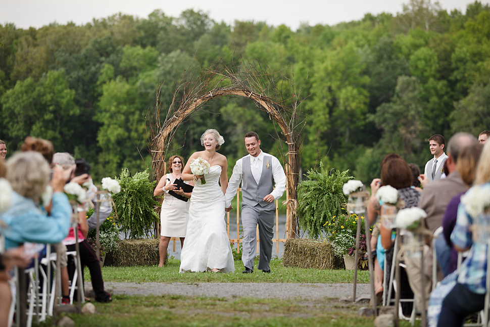 Pamela_Sutton_Outdoor_Wedding_Photographer_MN_41.jpg