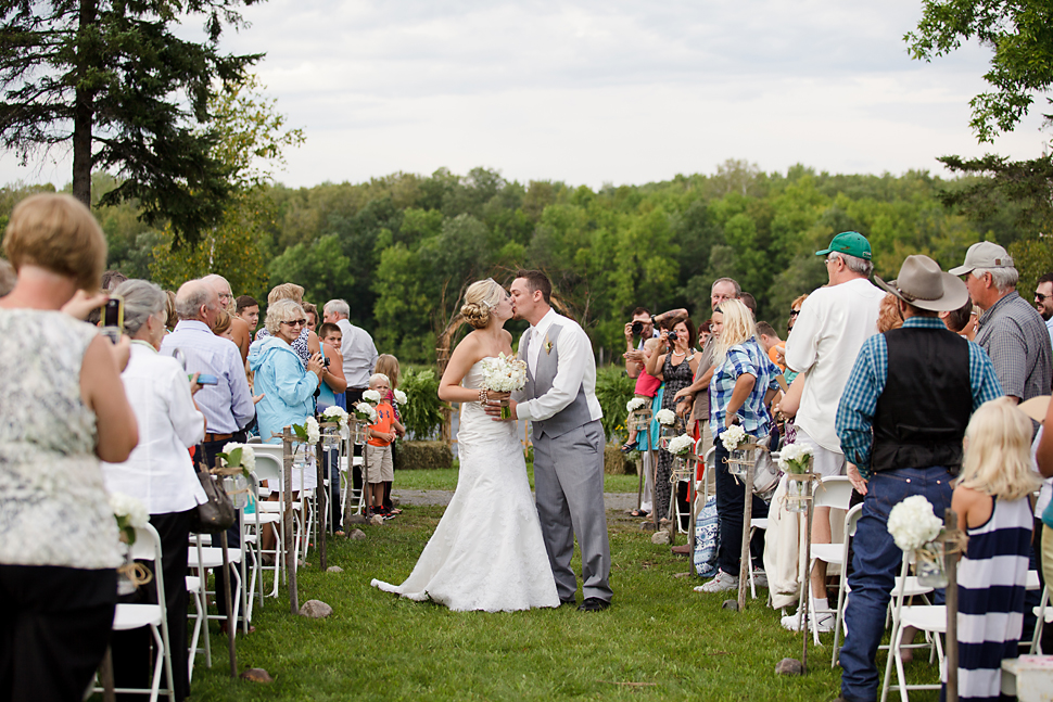 Pamela_Sutton_Outdoor_Wedding_Photographer_MN_42.jpg