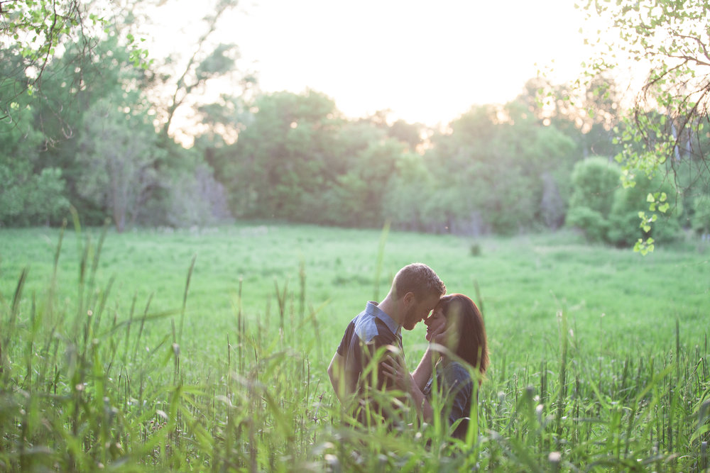Minnetonka Outdoor Engagement Photographer