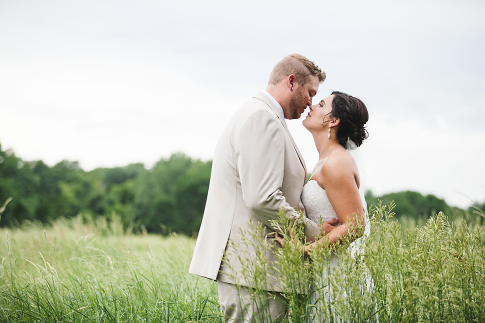 Cottage_Farmhouse_Wedding_MN_23.jpg