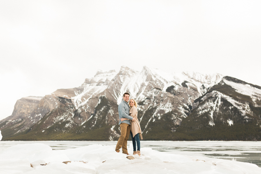 Lake-Minnewanka-engagement-photos-2.jpg