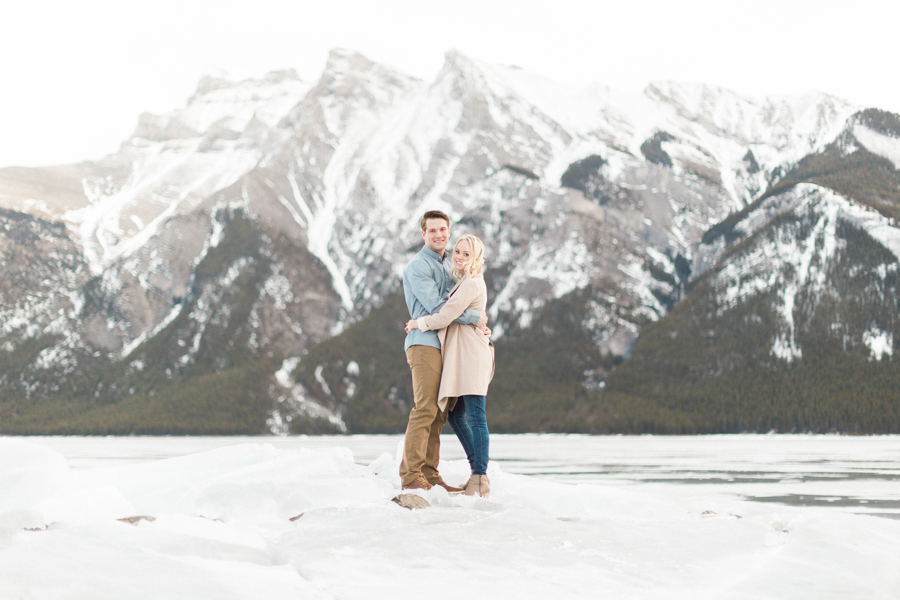 Lake-Minnewanka-engagement-photos-7.jpg