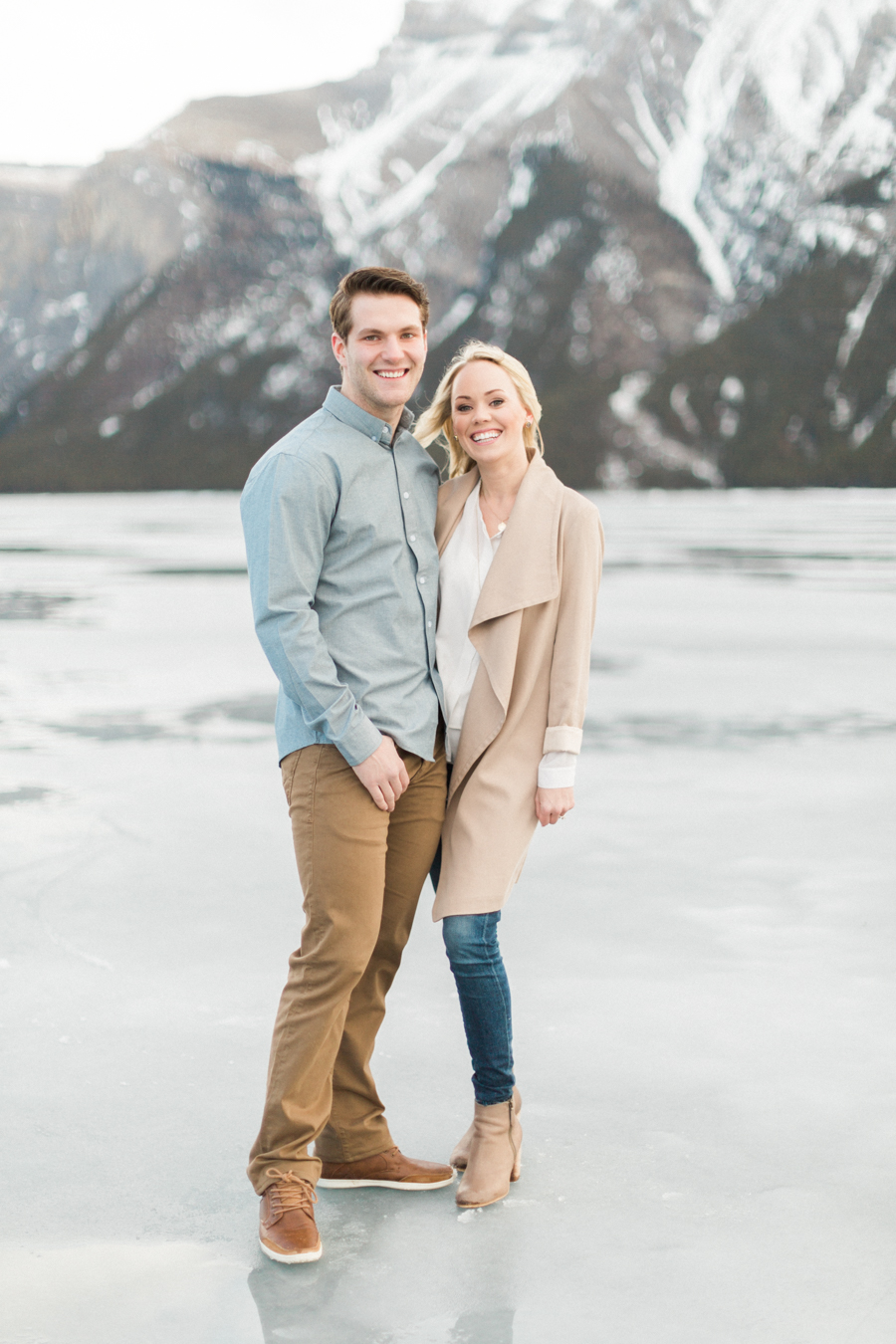 Lake-Minnewanka-engagement-photos-10.jpg