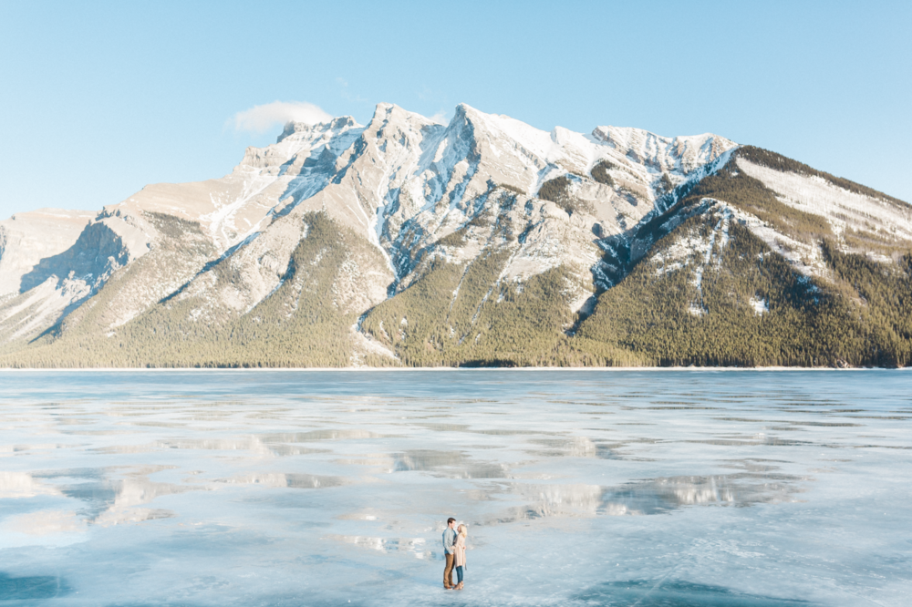 Lake-Minnewanka-winter-engagement-on-the-ice.png