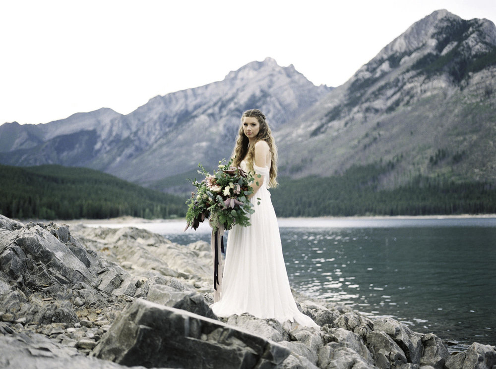 Lake-minnewanka-banff-bridal-shoot.jpg