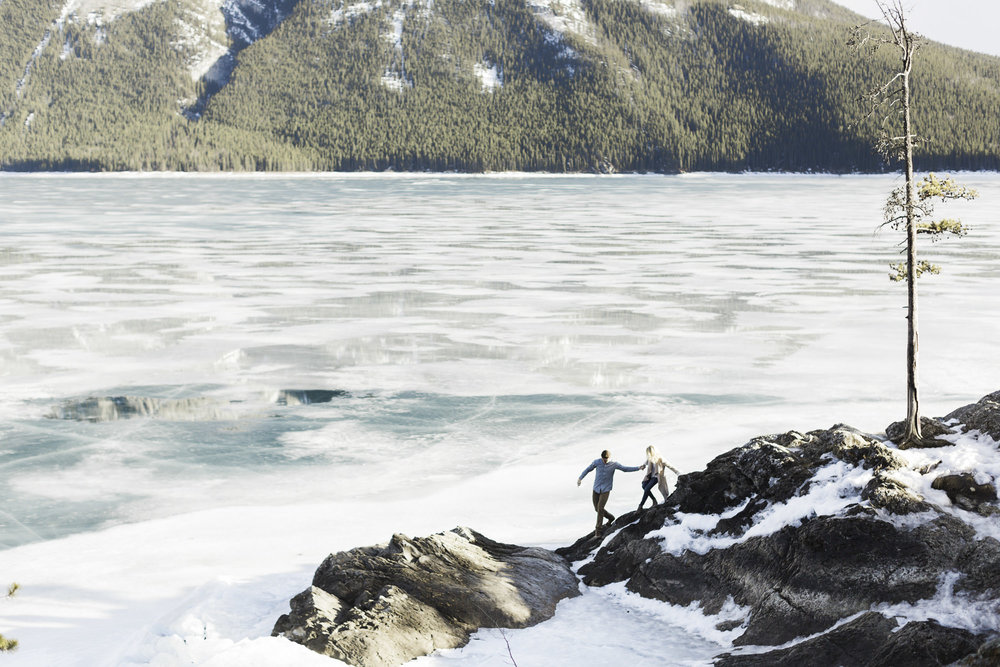 Lake-Minnewanka-winter-engagement-session-calgary-wedding.jpg