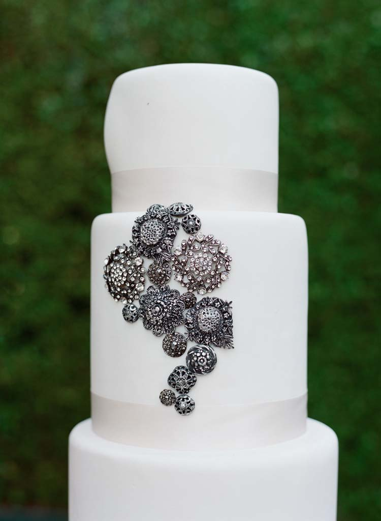 3_elizabeth-messina_0031_wedding_cake.jpg