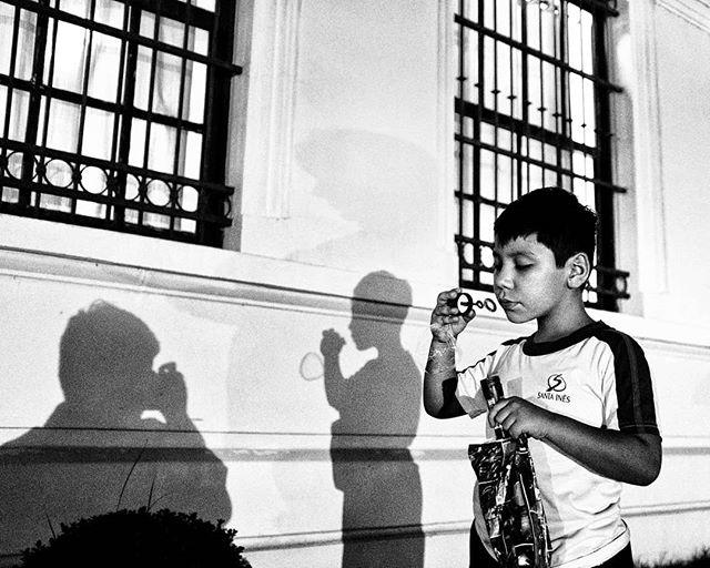São Paulo - SP.  #everydaybrasil #documental #documentaryphotography #fotografiadocumental #documentary #myfeatureshoot #myspc #ourstreets #capturestreets #photoobserve #one__shot__ #fotografiaderua #streetphotography #rua #street #daily #bnw_demand #bnw #monochrome #pretoebranco #blackandwhite  #pb #bw #wanderlustfilms #childhood #childhoodeveryday #infancia #candid #saopaulo #brasil