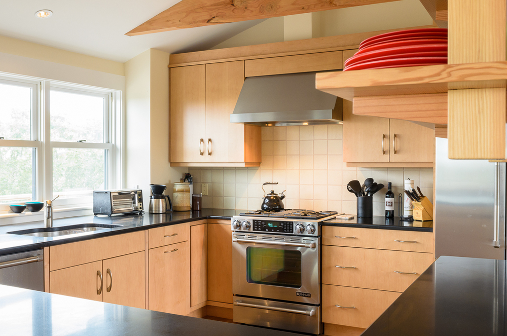 Kitchen_Associates_Marthas_Vineyard_MA-5.jpg