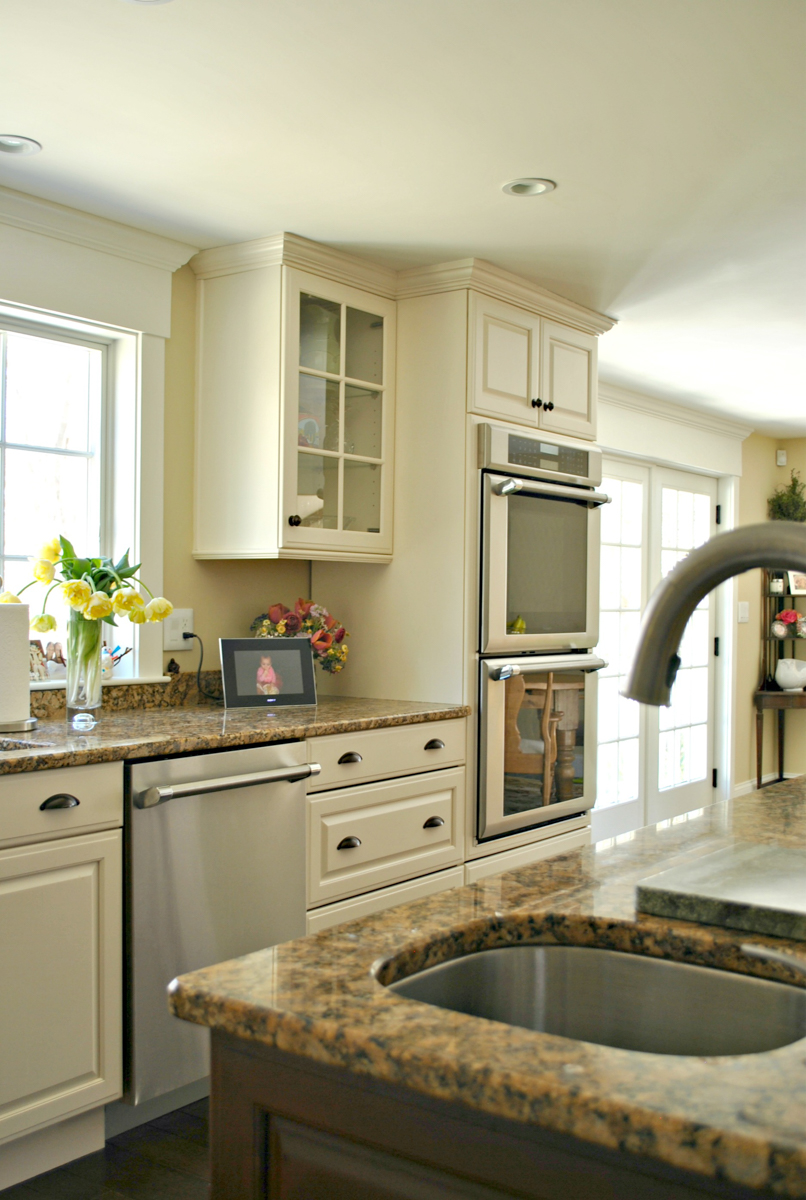 Weston_MA_Kitchen_Remodel_Kitchen_Associates-10.jpg