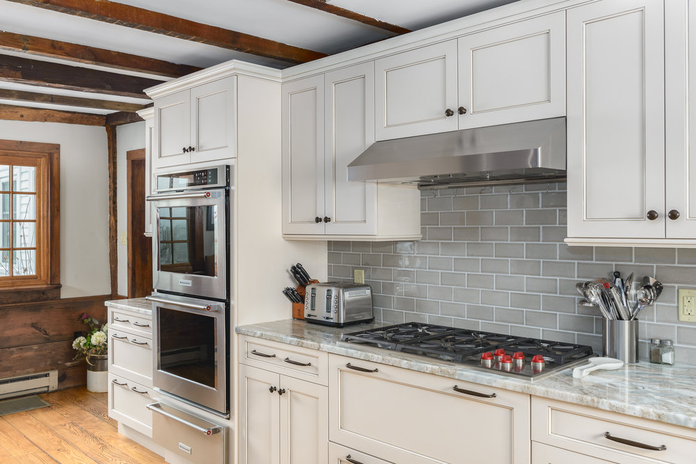 Sterling_MA_Farmhouse_Kitchen_Remodel_Kitchen_Associates