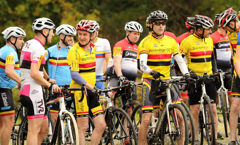 Banbridge CC are easy to identify on the start line of the support race..jpg