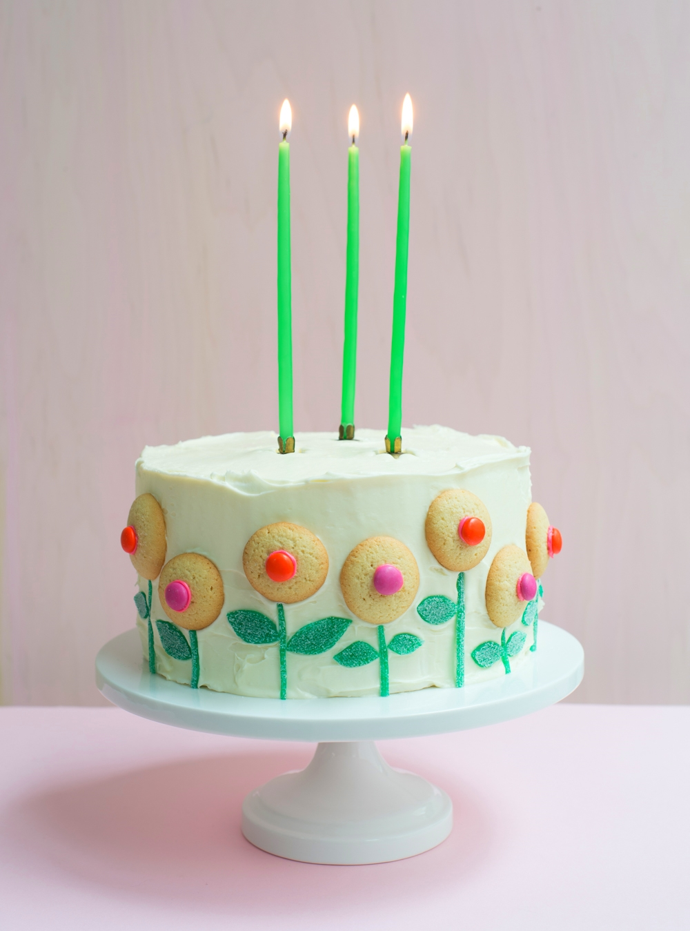 candy-aisle-crafts-cookie-flowers-on-cake.jpg
