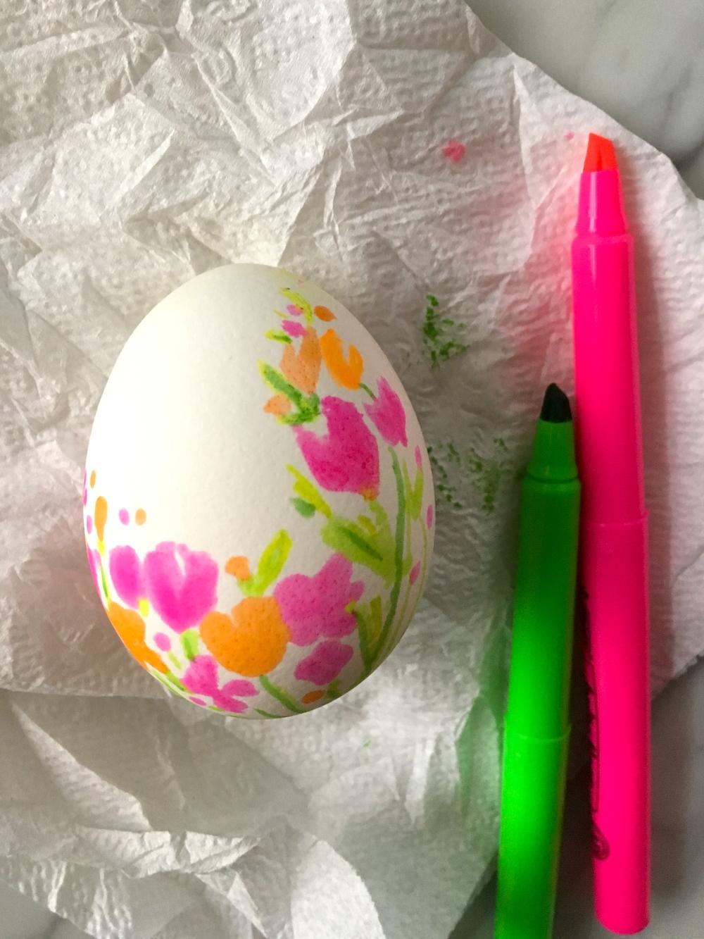 Floral-Highlighter-Egg-Super-Make-It