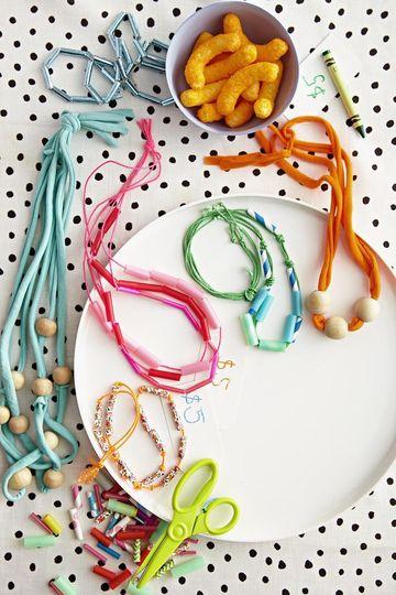 Jodi-Levine-t-shirt-straw-necklaces