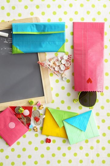 how to make a small pouch out of duct tape