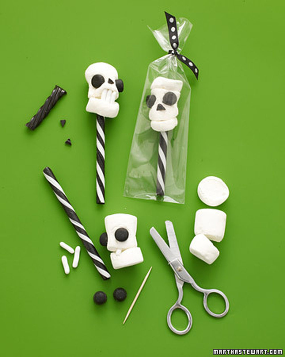 Marshmallow-Skull-Pops-How-To