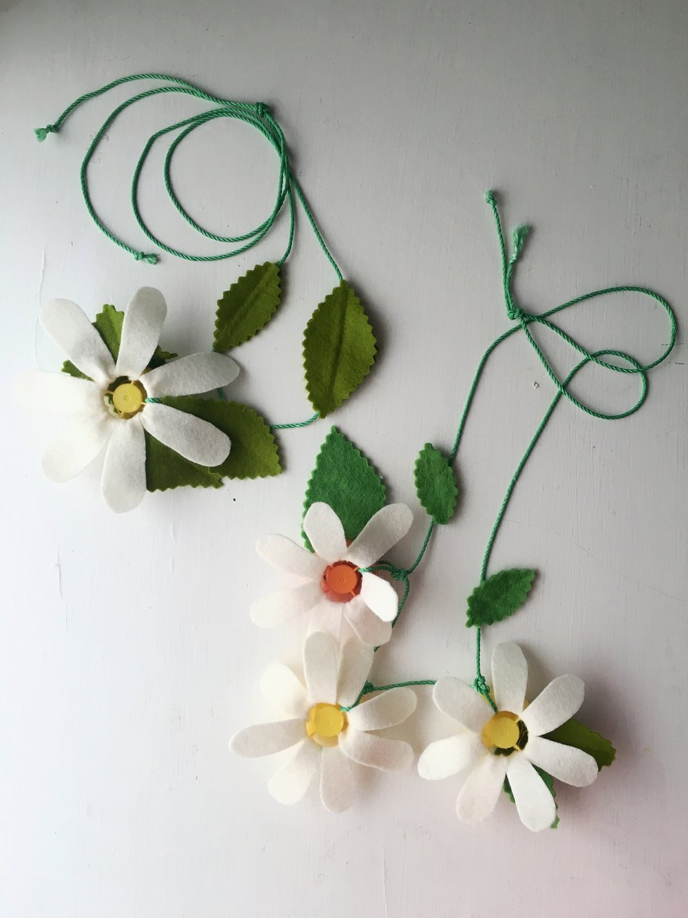 Flower-Necklace-Super-Make-It