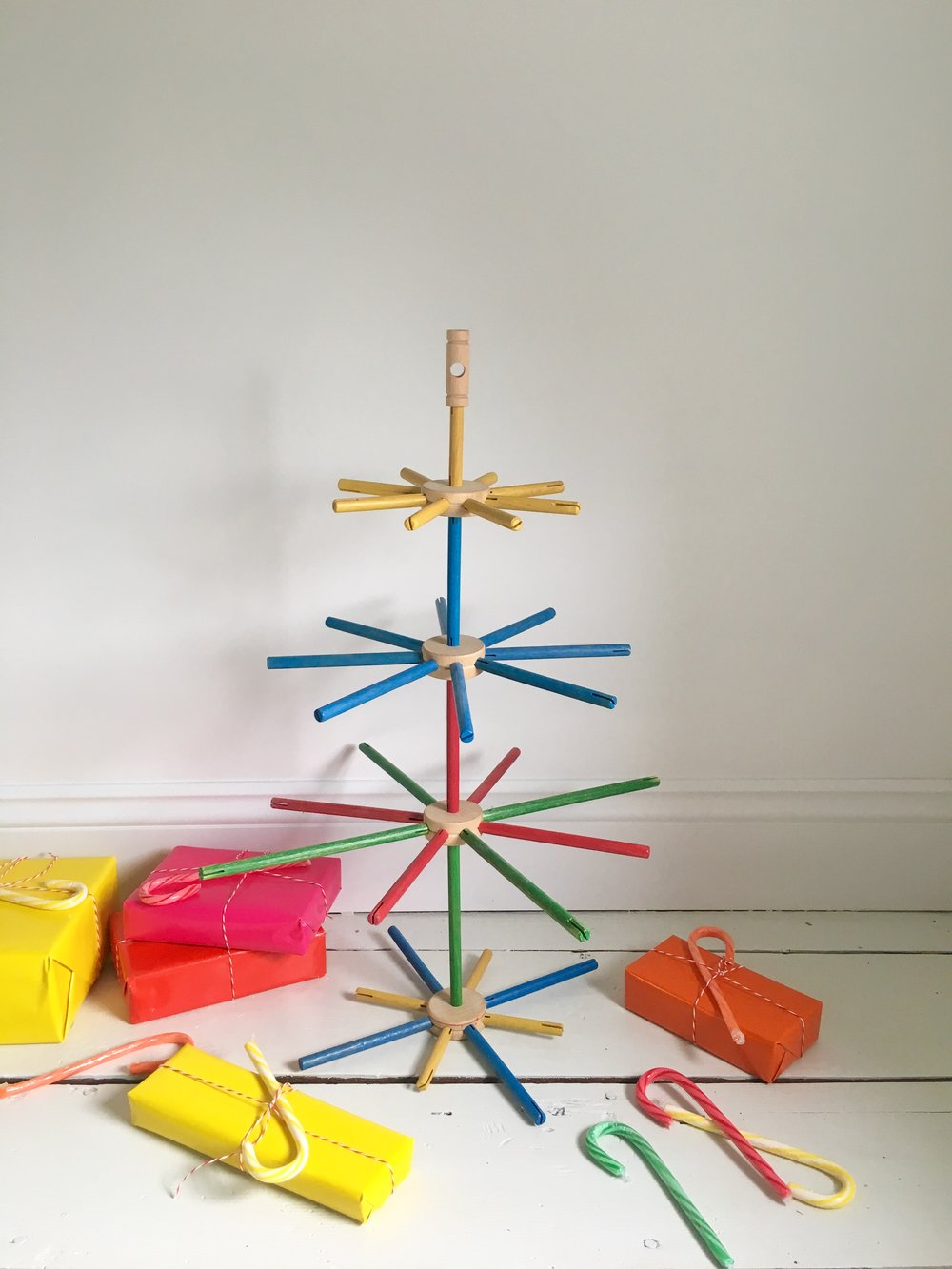 How to Make a TinkerToy Kid\'s Christmas Tree — super make it