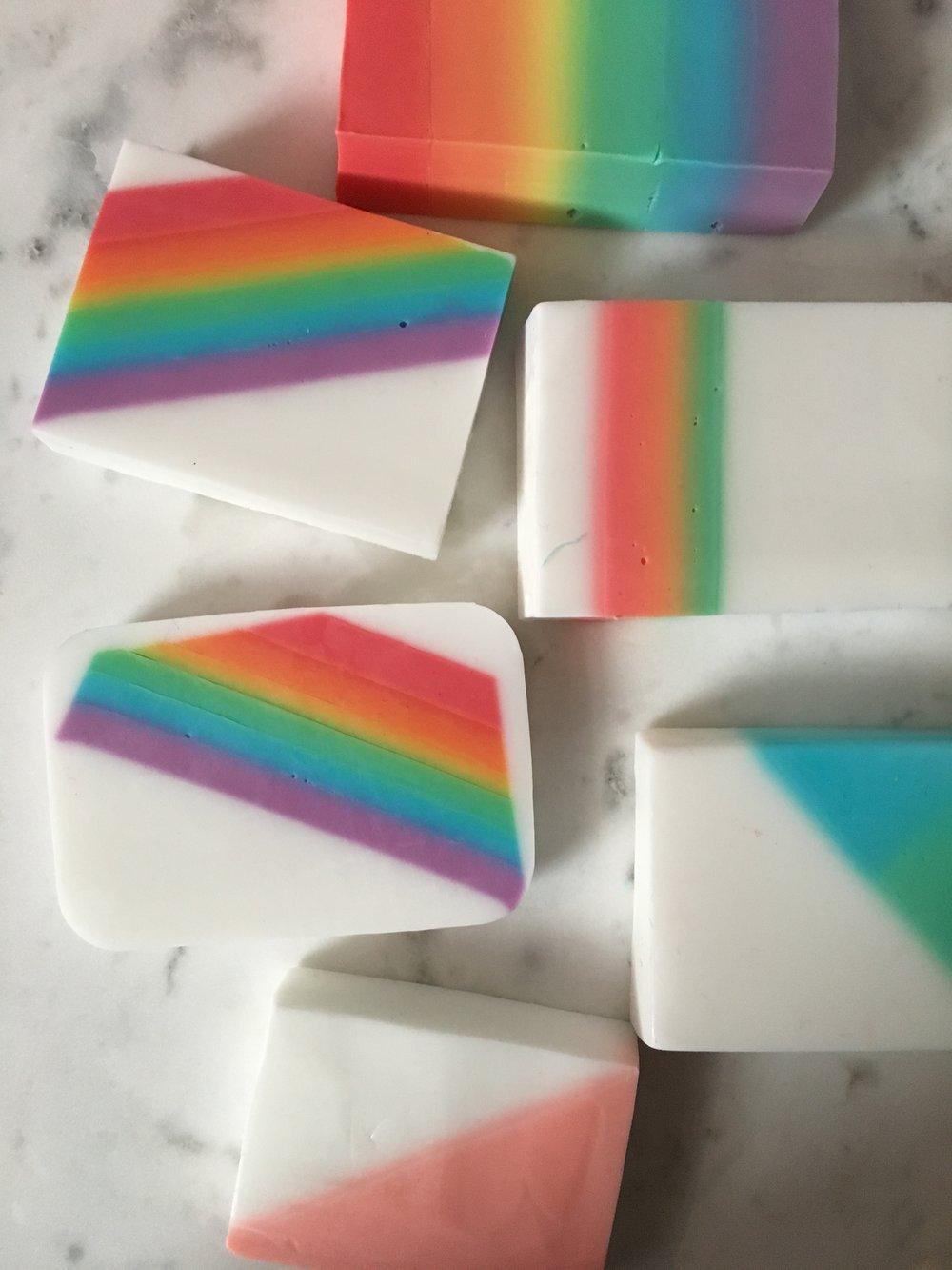 SuperMakeIt-Rainbow-Soap