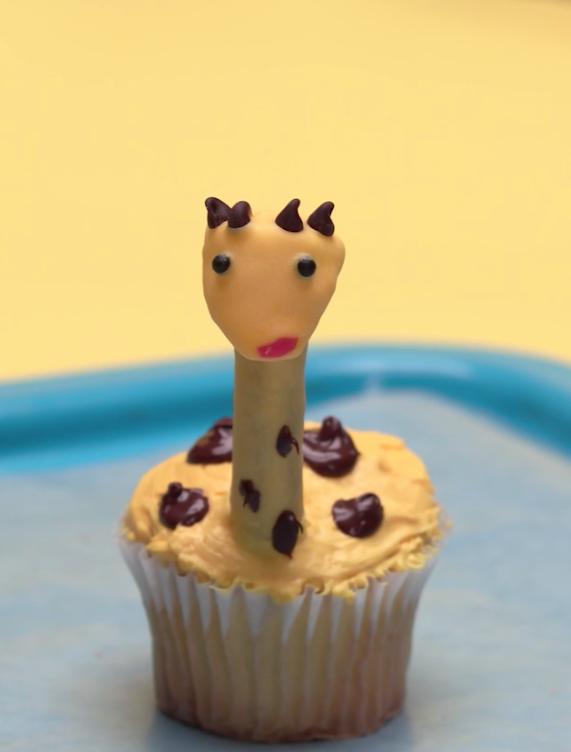 giraffe safari cupcake