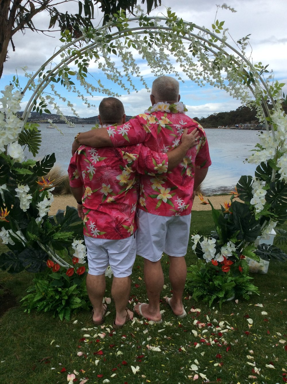 Rob and Erich chose a Hawaiian theme for their ceremony in May 2018, it was pretty rad!