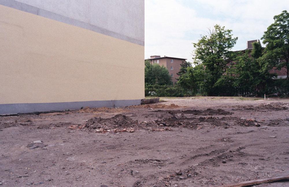 davislam.com_2015-08_berlin-empty-18.jpg