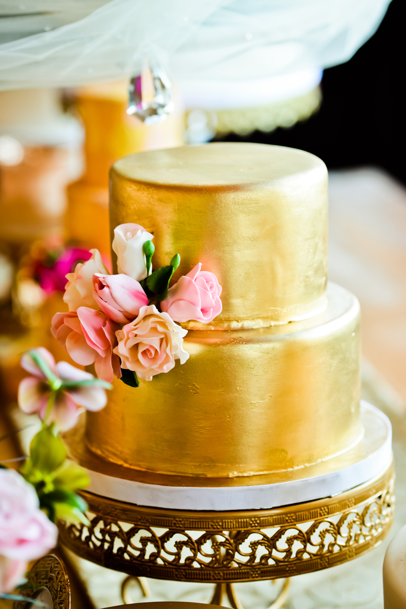 This gorgeous gold cake is a work of art by  Elysia Root Cakes .