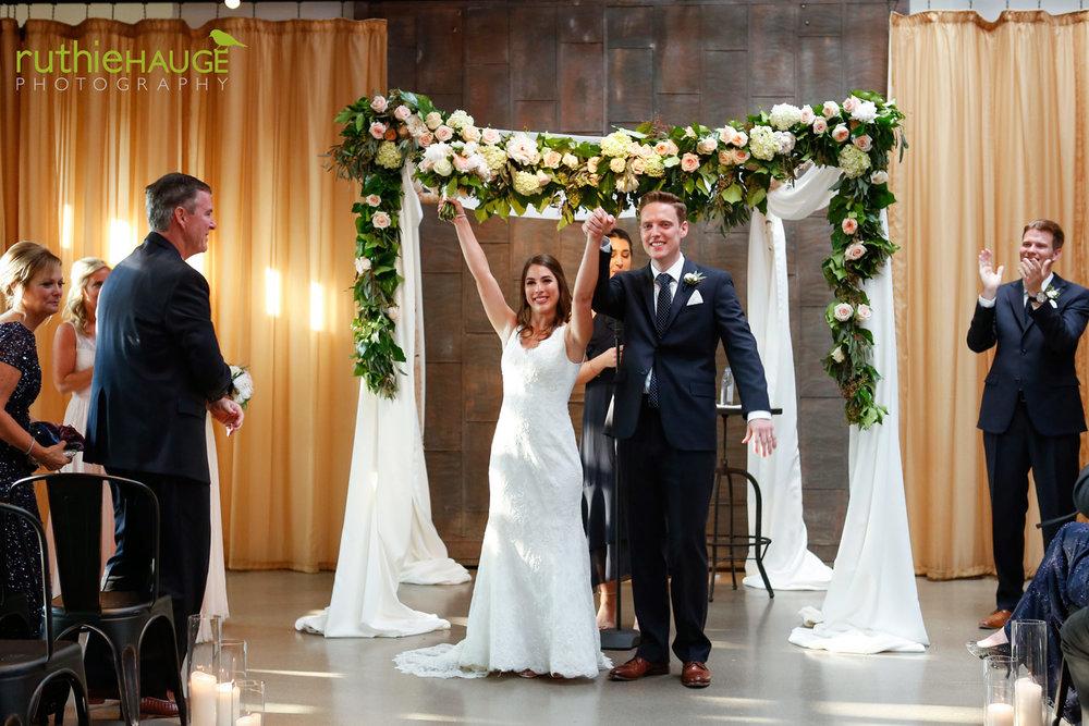 ruthie-hauge-photography-fab-flora-ovation-chicago-wedding-florist-flowers-16 copy.jpg