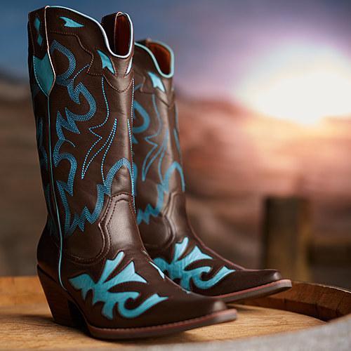 73725_WesternWomensFootwear_HP_2014_0204_CR1_1391207091.jpg