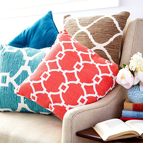 147117_thepopofathrowpillow_hp_2015_0808_br1_1438904937.jpg