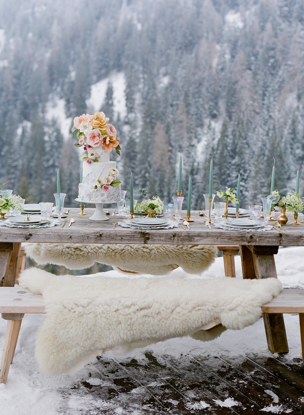 Table setting at chalet Bischoferalm / Jose Villa